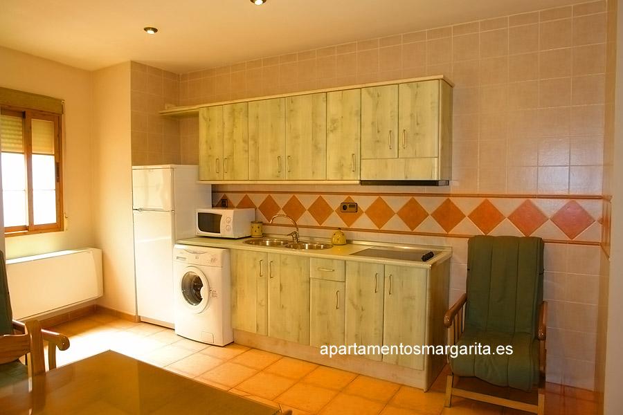 http://www.apartamentosmargarita.es/wp-content/uploads/2014/03/cocina-acebo.jpg