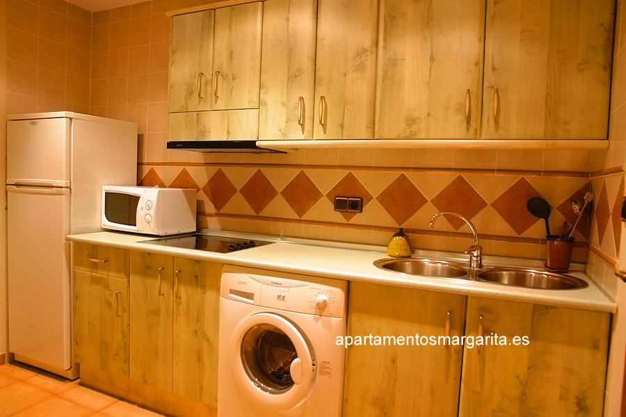 http://www.apartamentosmargarita.es/wp-content/uploads/2014/03/cocina-ulmus.jpg