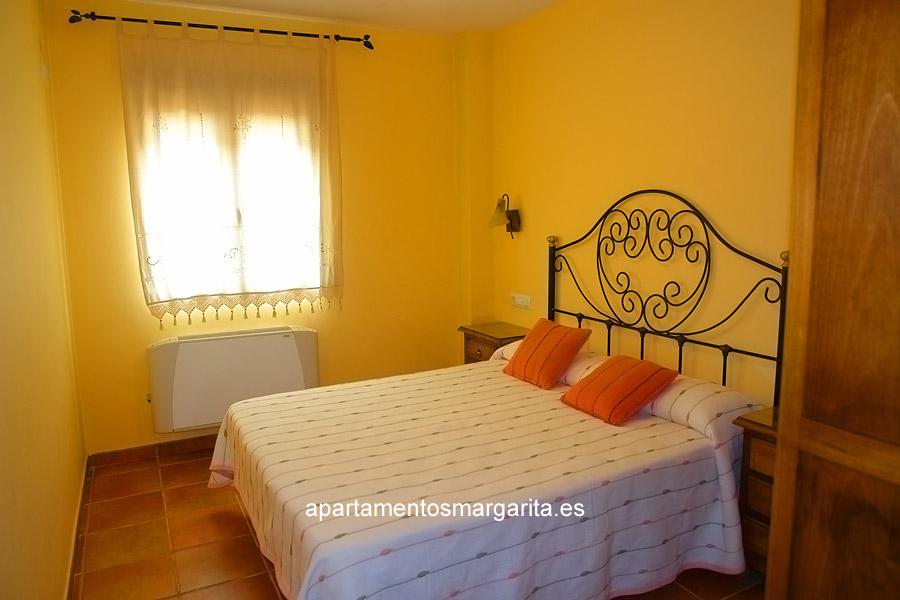 http://www.apartamentosmargarita.es/wp-content/uploads/2014/03/dormitorio1-persea.jpg