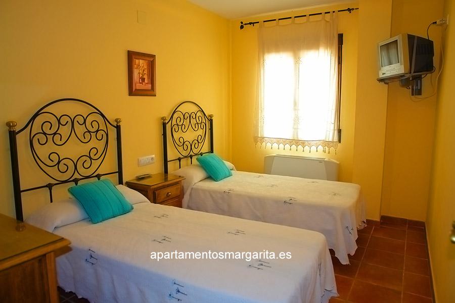 http://www.apartamentosmargarita.es/wp-content/uploads/2014/03/dormitorio2-persea.jpg