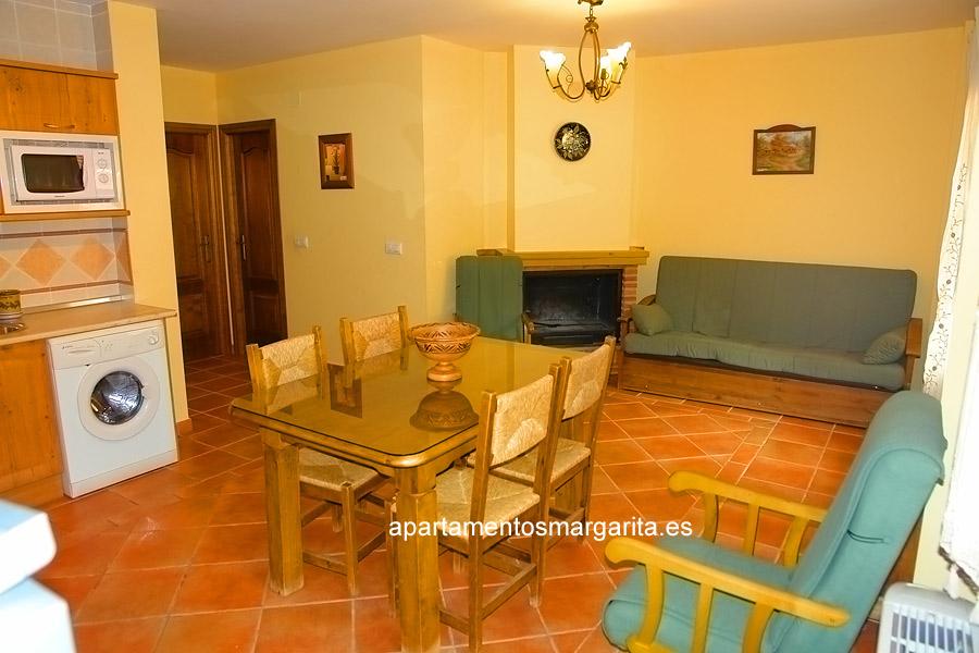 http://www.apartamentosmargarita.es/wp-content/uploads/2014/03/salon-chimenea-persea.jpg