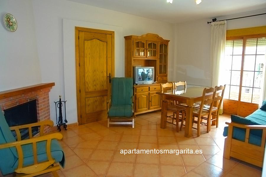 http://www.apartamentosmargarita.es/wp-content/uploads/2014/03/salon-chimenea-ulmus.jpg