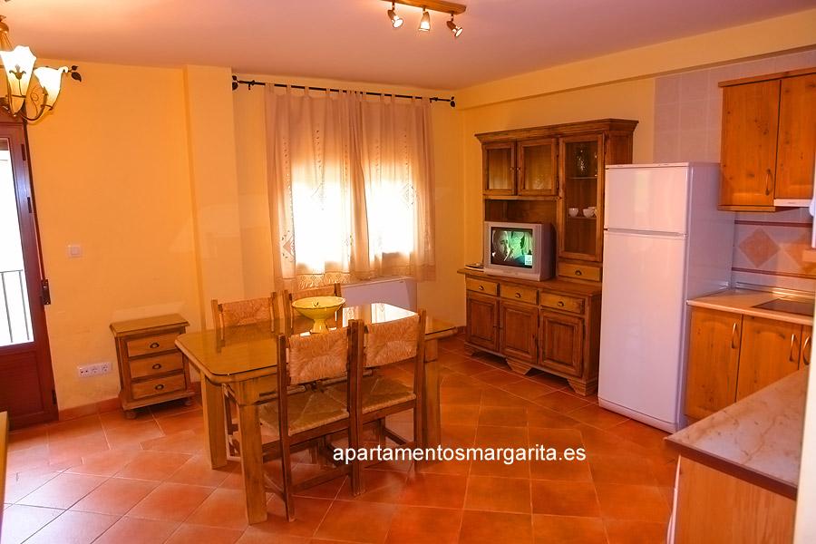http://www.apartamentosmargarita.es/wp-content/uploads/2014/03/salon-cocina-foto2-tilia.jpg
