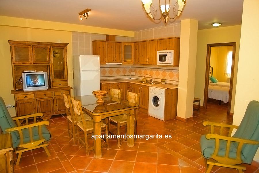 http://www.apartamentosmargarita.es/wp-content/uploads/2014/03/salon-cocina-persea.jpg