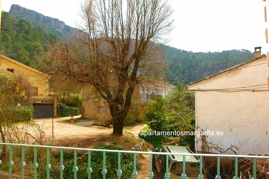 http://www.apartamentosmargarita.es/wp-content/uploads/2014/03/terraza-encina.jpg