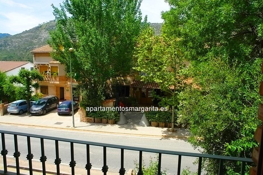 http://www.apartamentosmargarita.es/wp-content/uploads/2014/05/balcon-viola.jpg