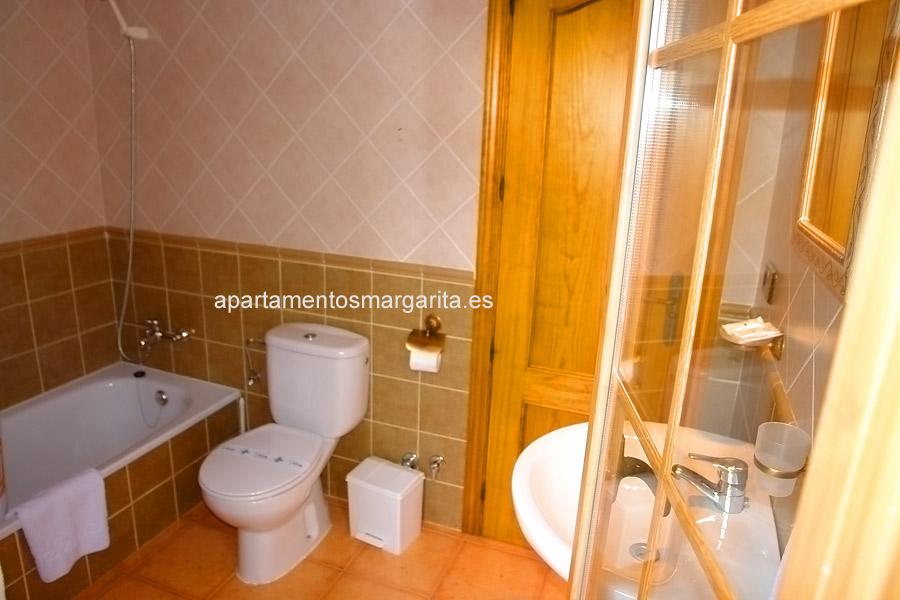 http://www.apartamentosmargarita.es/wp-content/uploads/2014/05/banno-viola.jpg