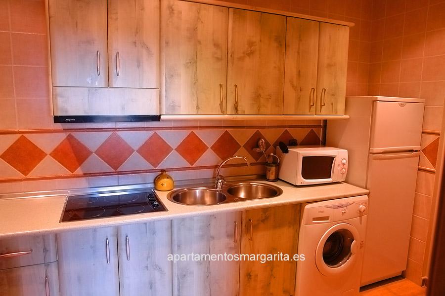 http://www.apartamentosmargarita.es/wp-content/uploads/2014/05/cocina-viola.jpg