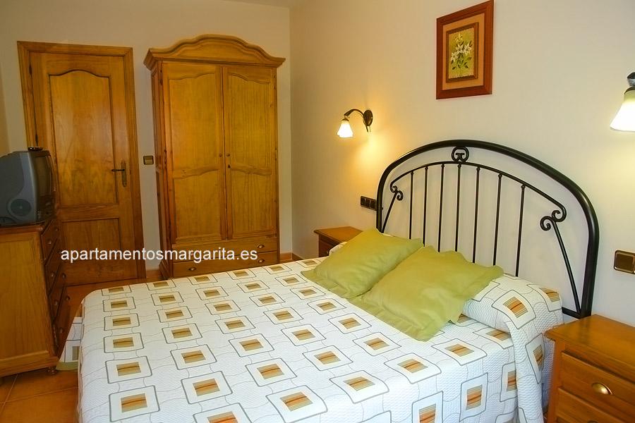 http://www.apartamentosmargarita.es/wp-content/uploads/2014/05/dormitorio-viola-foto1.jpg